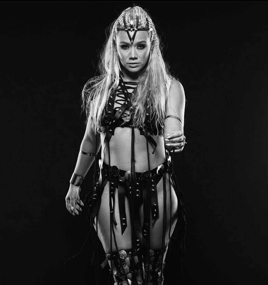 https://danceprestige.ro/wp-content/uploads/2019/10/SIMONA-MEREU.jpg